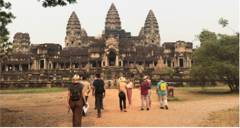 Students+at+the+Angkor+Wat+temple+in+Siem+Reap%2C+Cambodia.