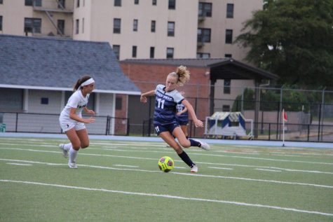 GVS PUTS THEIR BEST FOOT FORWARD: A Preview of Girls' Varsity Soccer