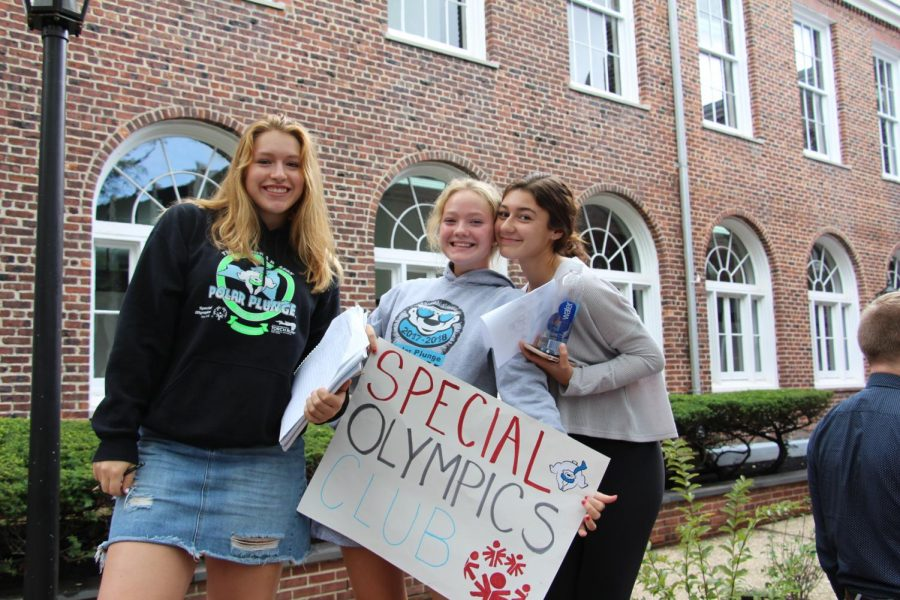 Junior+Veronica+Meyer%2C+along+with+Sophomores+Caitlin+Lam+and+Jordan+Mastriano%2C+promote+the+Special+Olympics+Club%2C+a+group+that+spreads+awareness+and+raises+funds+for+the+Special+Olympics.